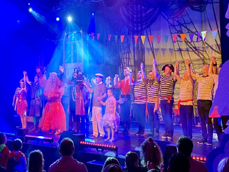 The cast take a bow