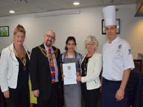 Winner Zara Navarro with Aylesbury Mayor Mark Willis