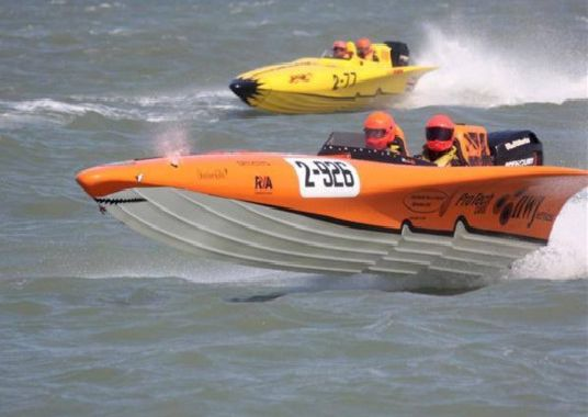 Record Breaking Powerboat Champ Leaves On The Crest Of A Wave