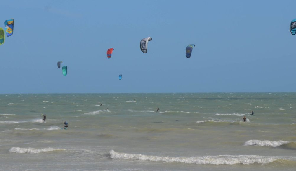 Kitsurfing in Lancing with Brighton Kitesurfing and SUP Academy