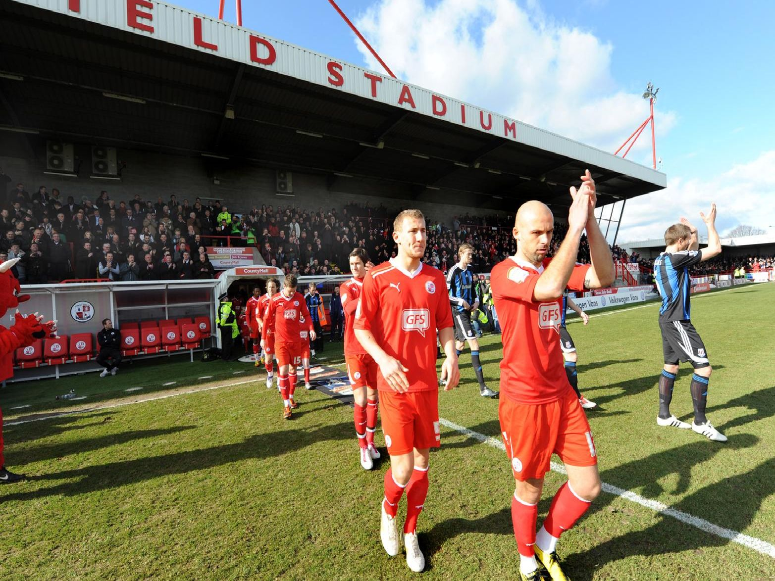 David Hunt and Kyle McFadzean as the teams walk out
