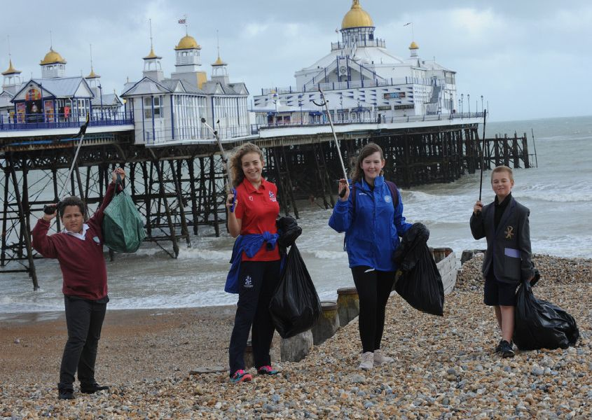 ESP Beach Clean Eastbourne SUS-190810-161030001