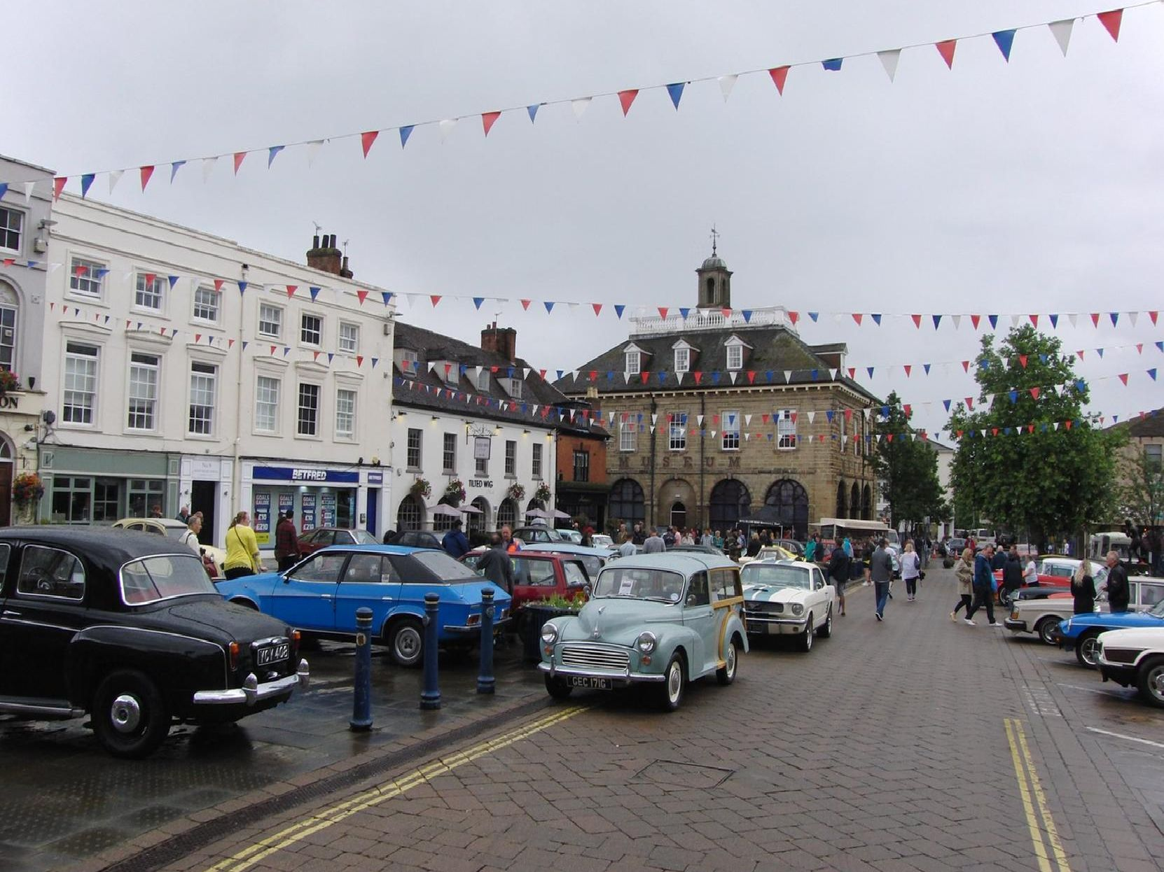 Warwick Court Leet's Classic Car Show. Photo by Geoff Ousbey.