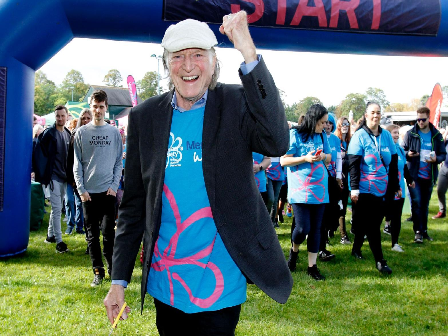 Actor David Bradley set off the memory walk in Leamington.'Picture by Andrew Higgins/Thousand Word Media