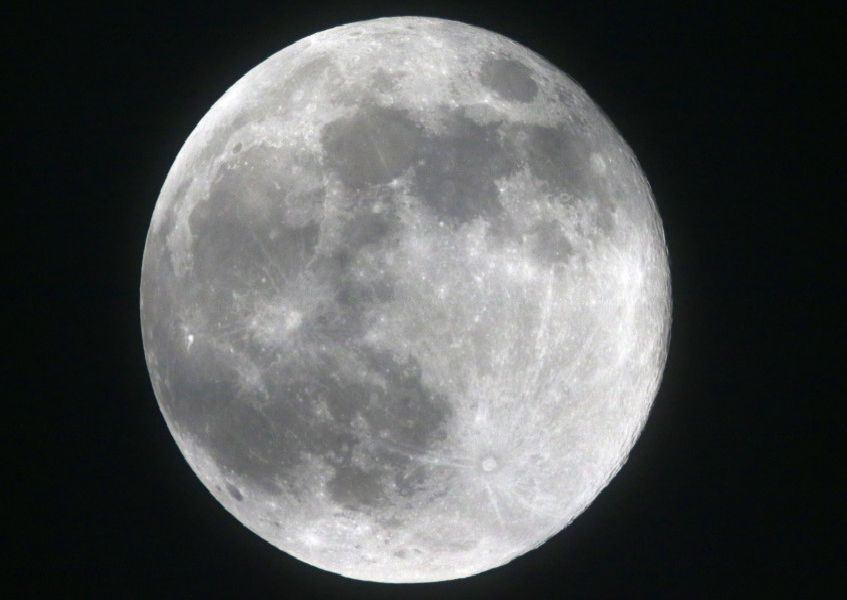 Photographer Eddie Mitchell took this superb snap of the super snow moon on Tuesday night