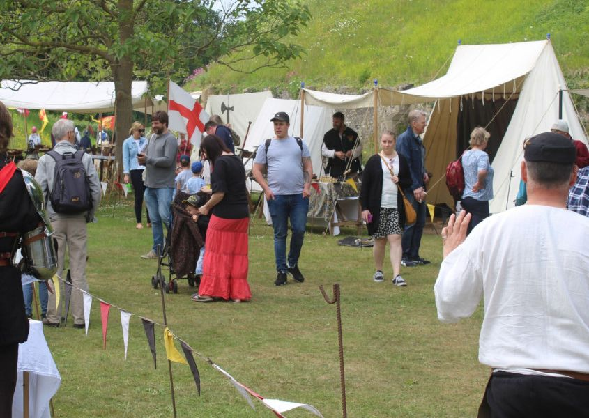 Bank holiday battlefield at Arundel Castle. Photo: Alan Stainer