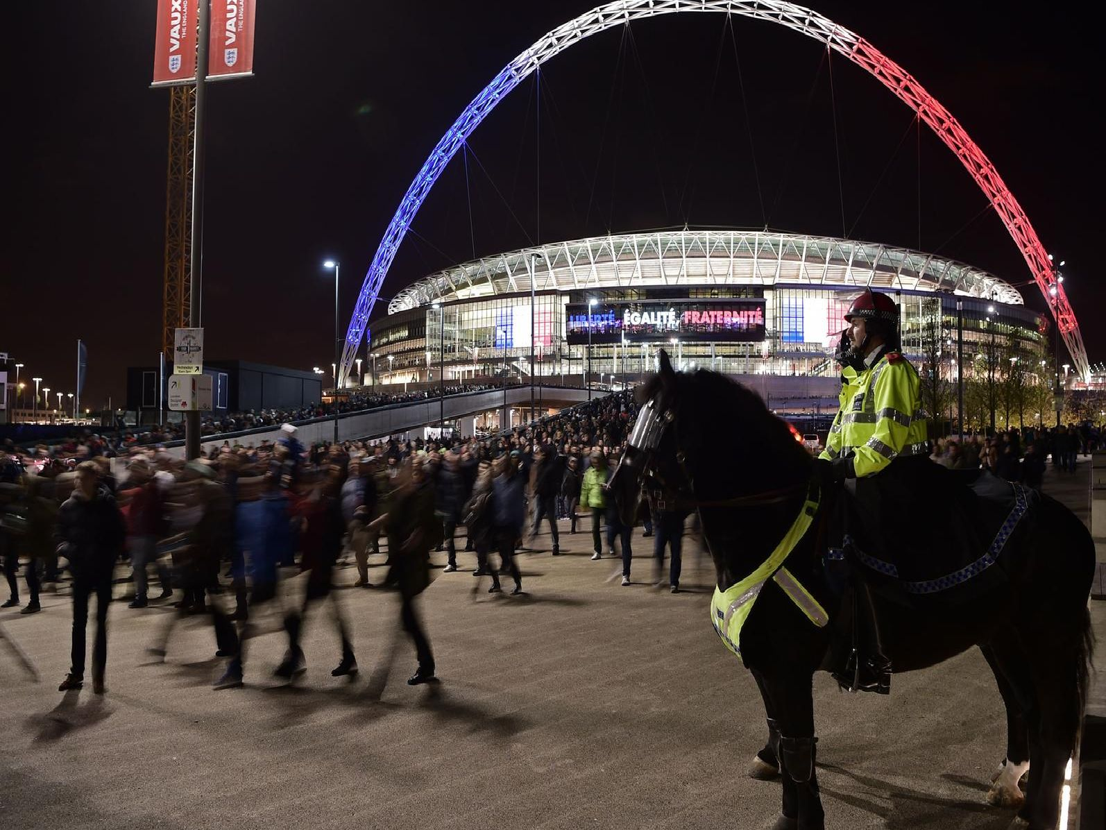 Which teams have had the longest winless runs at Wembley?