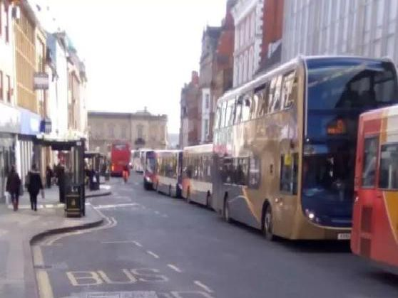 Idling cars should shut off their engines in traffic to cut town's
