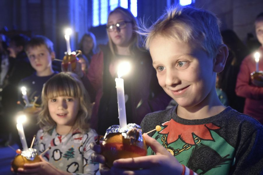 Christingle Service at Peterborough Cathedral 2018 EMN-181224-152212009