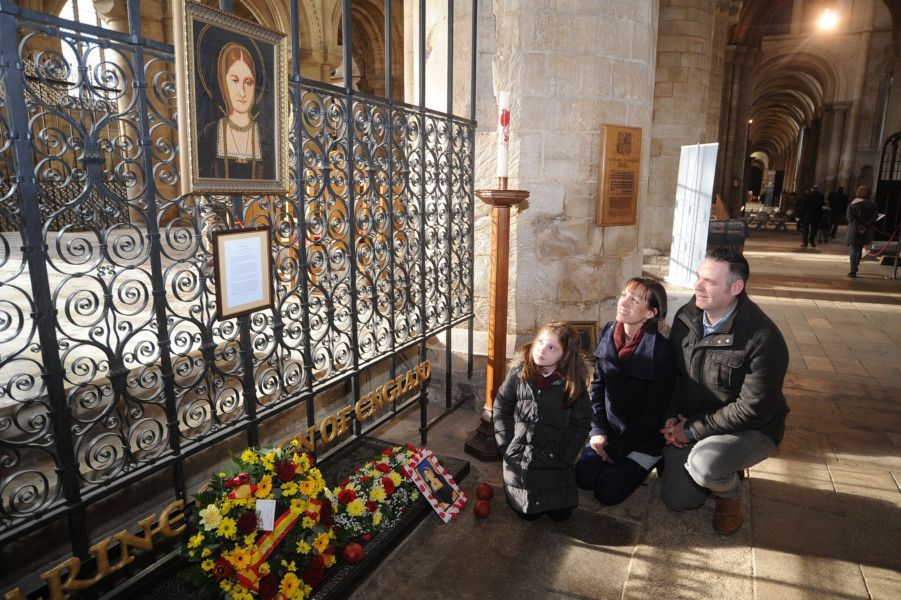 Katharine of Aragon weekend at Peterborough Cathedral.  At the Queen's grave Robert, Becky and Isobel (9) Sansom. EMN-190126-161421009