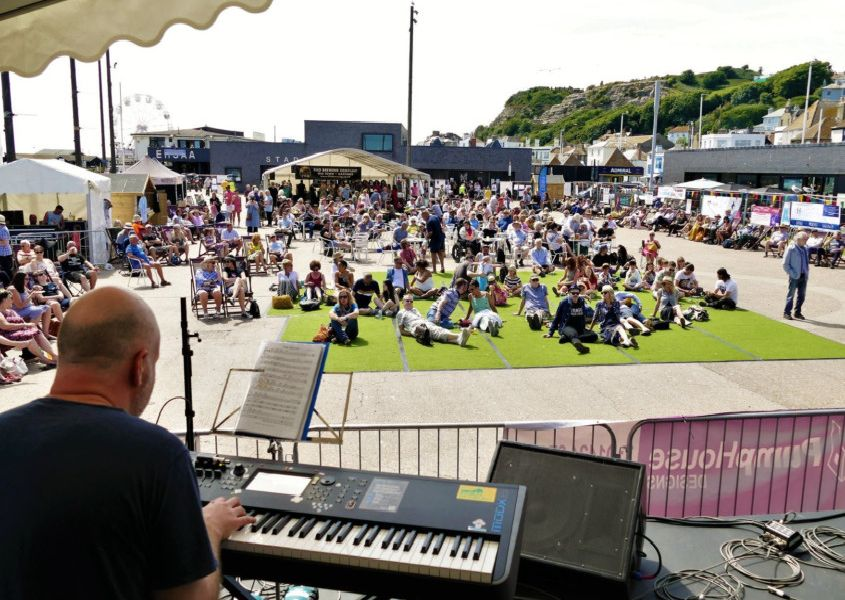Hastings Jazz and Blues Festival Saturday 1st June 2019. Photo by Sid Saunders. SUS-190306-074003001