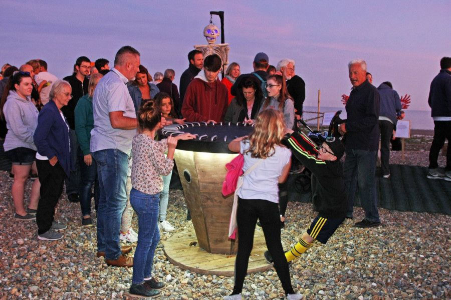 DM1992452a.jpg. Worthing Light Festival along Worthing's East Beach. Photo by Derek Martin Photography. SUS-190915-171001008