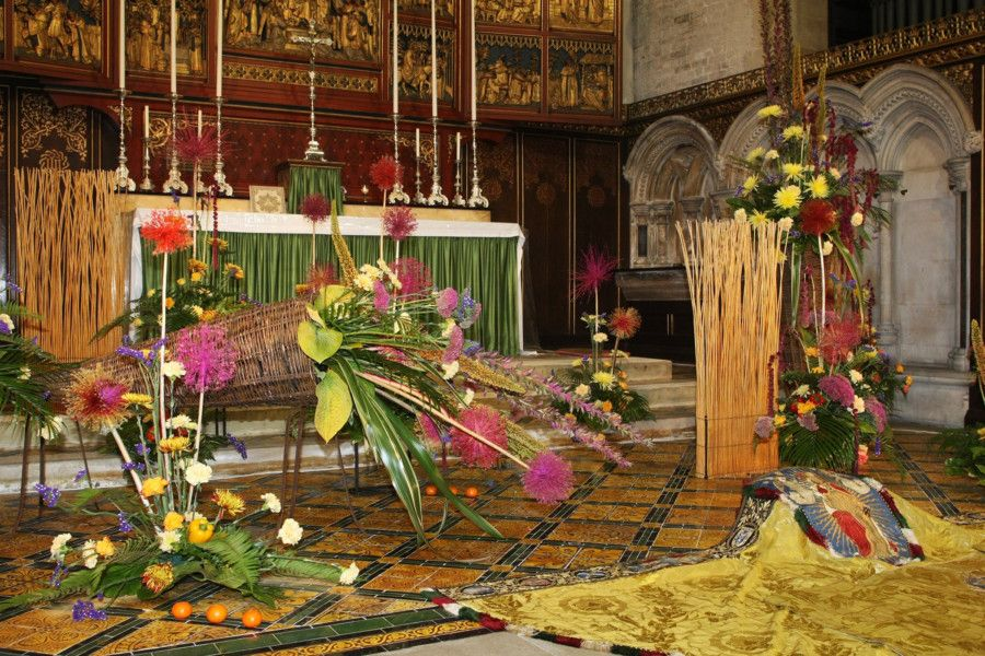 DM1992985a.jpg. St Andrew the Apostle Church, Worthing, Flower Festival. Photo by Derek Martin Photography. SUS-190922-210425008