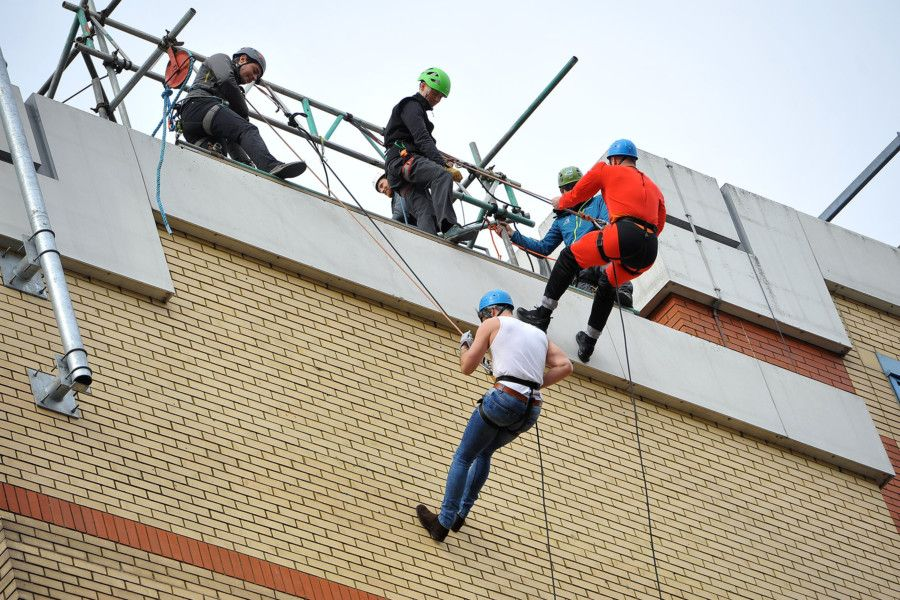 St Catherine's Hospice charity abseil, Crawley.   Pic Steve Robards SR1909097 SUS-190804-104236001