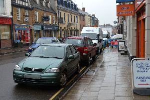Motorists regularly park on the double yellow lines on High Street, Banbury NNL-161005-140152009