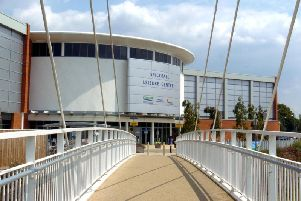 The footbridge between Spiceball Leisure Centre and the town centre is to close for 18 months.