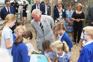 DM1971764a.jpg. Prince Charles visits the Millenium Seed Bank at Wakehurst. With Children from St Peter's Primary, Ardingly. Photo by Derek Martin Photography. SUS-191007-144123008