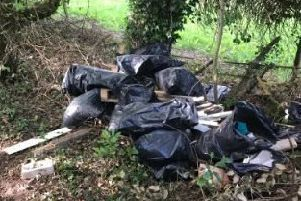 The rubbish on the footpath. Photo: @Pedrotheman1765