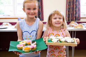 Werrington Show, Pictured Winners Jasmine Barnes  (6) and her sister Sasha (4) with their prize winning cakes.'   'Picture by Terry Harris / Peterborough Telegraph. THA
