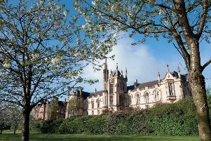 Council votes to keep all Uni options open