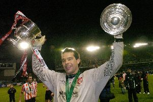 David Forde celebrates with the FAI Cup trophy in 2006.