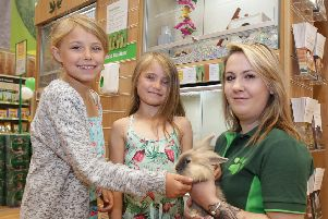 Izabelle and Evie Cassap with Jess Smith.''Pets at Home. SUS-191104-140758001