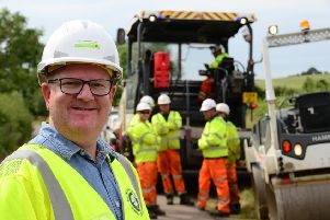 Mark Shaw meeting some of the Eurovia Surfacing crew who will work on Stoke Hammond bypass