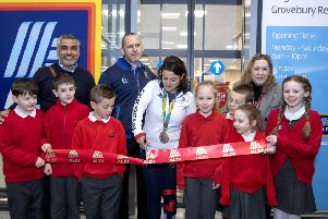 Leighton Buzzard Aldi Opening with Olympian   Team GB athlete, Zoe De Toledo with Sonia with School from Clipstone Brook Lower School   www.vickicouchman.com