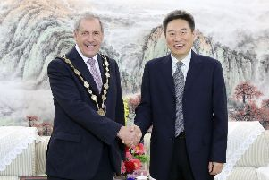 Executive Vice Mayor Mr. Cai of Foshan, China welcomes the Mayor of Lisburn & Castlereagh City Council, Councillr Uel Mackin to Foshan as part fo a delegation to establish relationships and explore the synergies between the two cities.