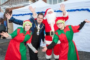 Wick, Littlehampton, West Sussex, UK. 9th December 2017. The annual Wickmas Christmas Event, called Wickmas Winter Wonderland, has held in the Wick Hall in Wick Village. The event is organised by the WIC team and supported by the Wick Village Traders Association. In Photo: The Mayor of Littlehampton, Councillor Billy Blanchard-Cooper, helps Father Christmas and his two helpers open the event. SUS-171212-135429003