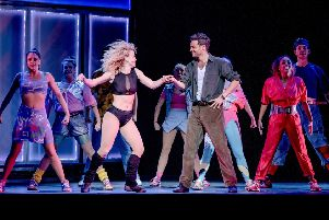Flashdance the musical EMN-180125-125811001
