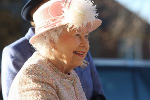 DM17114948a.jpg The Queen visits Chichester Festival Theatre. Photo by Derek Martin Photography. SUS-171130-173956008