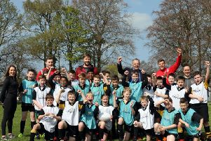 Pupils and staff from Edenderry Primary School, Portadown, with Ulster players Darren Cave, Iain Henderson and Jordi Murphy during a Kingspan Coaching Masterclass