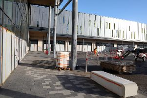 Rushden Lakes: Rushden: newest phase of Rushden Lakes tour of building