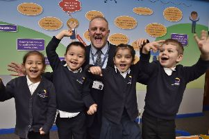Gladstone Primary Academy headteacher Simon Martin with Reception pupils EMN-191120-125143009