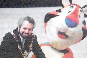 Lord Mayor Alex Bentley and Tony the Tiger. PPP-180619-094155006