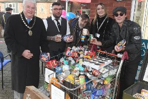 Jimmy Bakers Barbers' Big River Gig. L-R Mayor of Sleaford Adrian Snookes, Bernie White, Rhiannon Watson of P3, Kevin Weaver and Steve McLelland with tins of food, donated by the public. EMN-190212-181111001