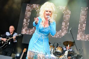 Dolly Glastonbudget msxe1my_K2rJ1MLQz3w9