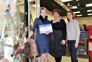 Jo Lynch of Sienna Rocks! is congraulated by Swan Walk Management for her previous Window Wonderland win SUS-191120-111617001