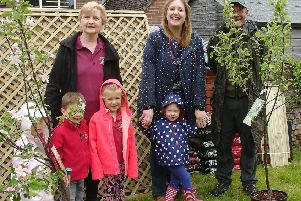 Clive Gravett is pictured with some of the delighted children from Chanctonbury Playschool, manager Suzanne Joyes and committee chair Ruth Parnell. SUS-190521-171009001