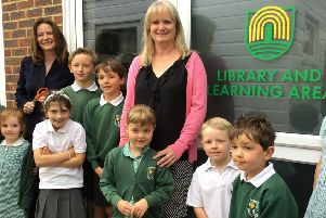 Loxwwod Primary School pupils and MP Gillian Keegan at the opening of the library SUS-190406-145115001
