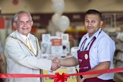Mayor Gets Crafty As Hobbycraft Opens In Rugby Rugby Advertiser
