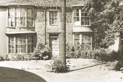 The History Of Worthings Stanfords Cottage And The Seaweed