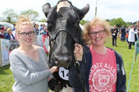 April Baldock (left) and Joyce McLean with the Supreme Champion of this year's Ballymoney Show, Priestland Shot J Rose