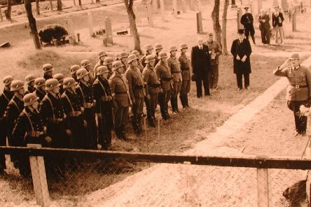A war time photograph made on the Vlieland churchyard, which pictures the burial of a RAF crew member. Photo from Dirk Bruin