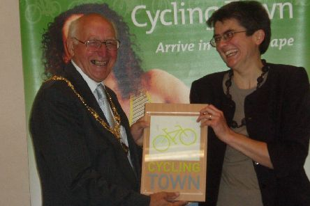 Former mayor George Rolfe when he accepted Leighton Buzzard's Cycling Town plaque