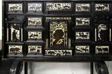The 18th century Italian cabinet which made the top price and (inset) the Chinese pot pourri  jar