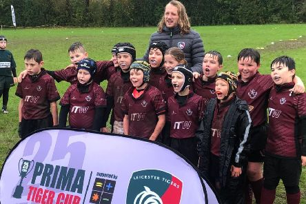 Melton RFC Under 10s with Leicester Tigers player Sam Harrison EMN-191016-092741002