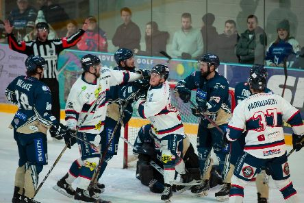 Lightning claim victory over Dundee | Mel Dickens