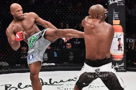 Linton Vassell taking on Francis Carmont | Pic: Bellator MMA